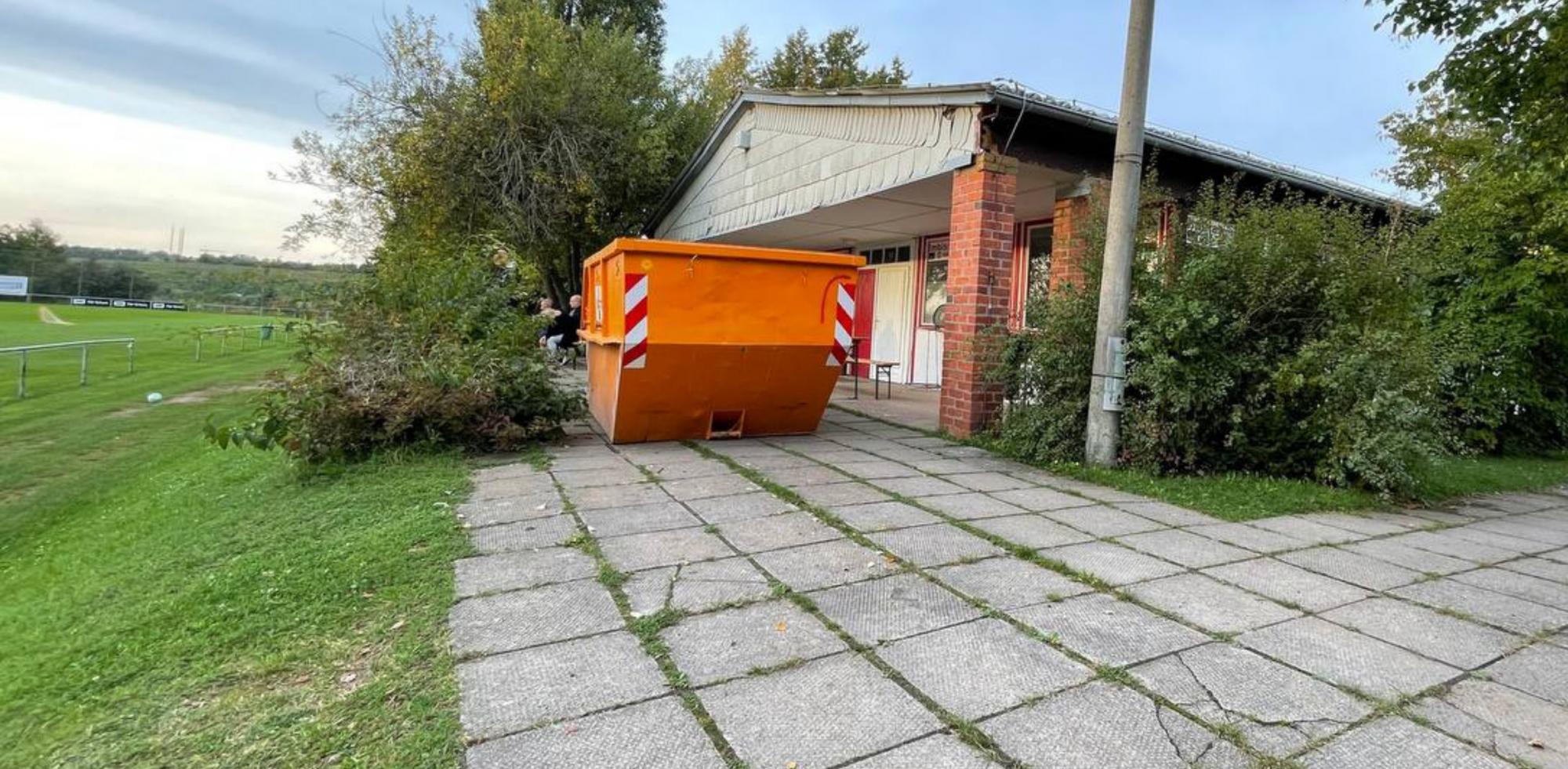 Umbau-Gebreite---Container-vor-Baracke-28-09-2021.png